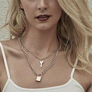 Jewelry - NWOT Gold Padlock & Key Chain Necklace